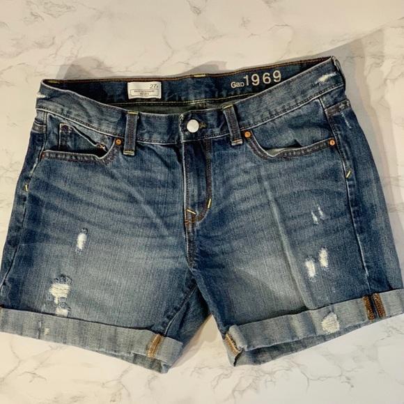 21b12c8ff410 Gallery Shorts   Womens Gap Medium Rinse Boyfriend Size 27   Poshmark